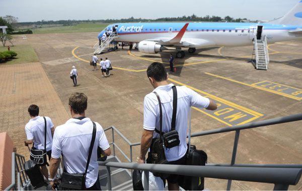 La delegación de Central embarca en el aeropuerto de Misiones hacia Capital Federal. (Foto: Matías Sarlo).