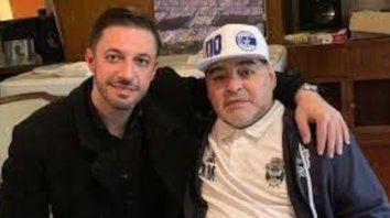 """Dalma y Gianinna Maradona denunciaron penalmente a Morla por el delito de defraudación por administración fraudulenta, al acusarlo de apropiarse de la marca de su padre en base a """"la traición, la deslealtad, la infidelidad y el abuso de poder""""."""