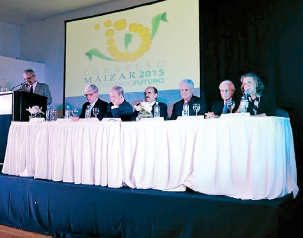 Referentes nacionales y del exterior analizaron el futuro del maíz desde el punto de vista productivo y comercial.