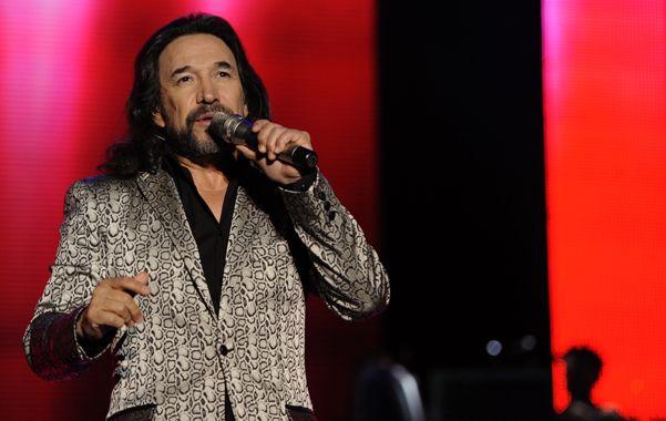 Pasión de multitudes. El ídolo mexicano cantó frente a más de 5 mil fans y la lluvia no imposibilitó seguir el ritual.