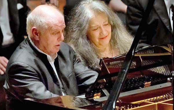Virtuosos. Barenboim y Argerich tocando a cuatro manos en la Filarmónica.
