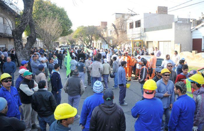 Una marcha por seguridad frente a la obra donde fue asesinado Procopio. (foto: Virginia Benedetto)
