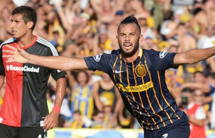 El delantero Larrondo estableció el 1-0 para su equipo.