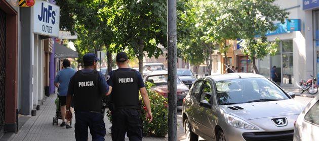 El municipio ahora propone que los policías acompañen a los colectivos por las noches.