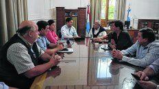 Cónclave. Pullaro encabezó la reunión a la que asistieron funcionarios municipales, titulares y choferes de taxis.