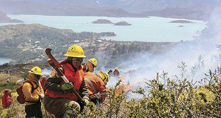 Incendio forestal en el sur chileno deja 6 muertos y 3 desaparecidos