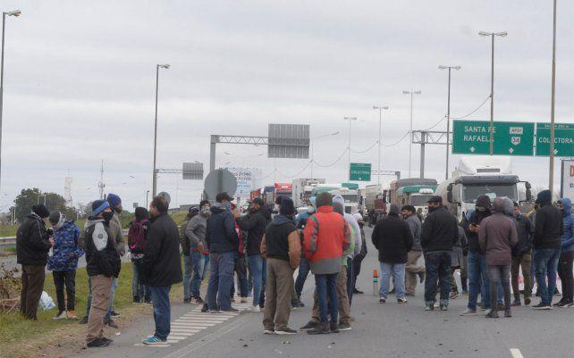 Esta mañana se realizarán varios cortes de tránsito en rutas y autopista.
