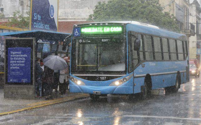 El municipio dispuso que se brinde inofrmación de los nuevos recorridos en paradas estratégicas distribuidas en la ciudad.