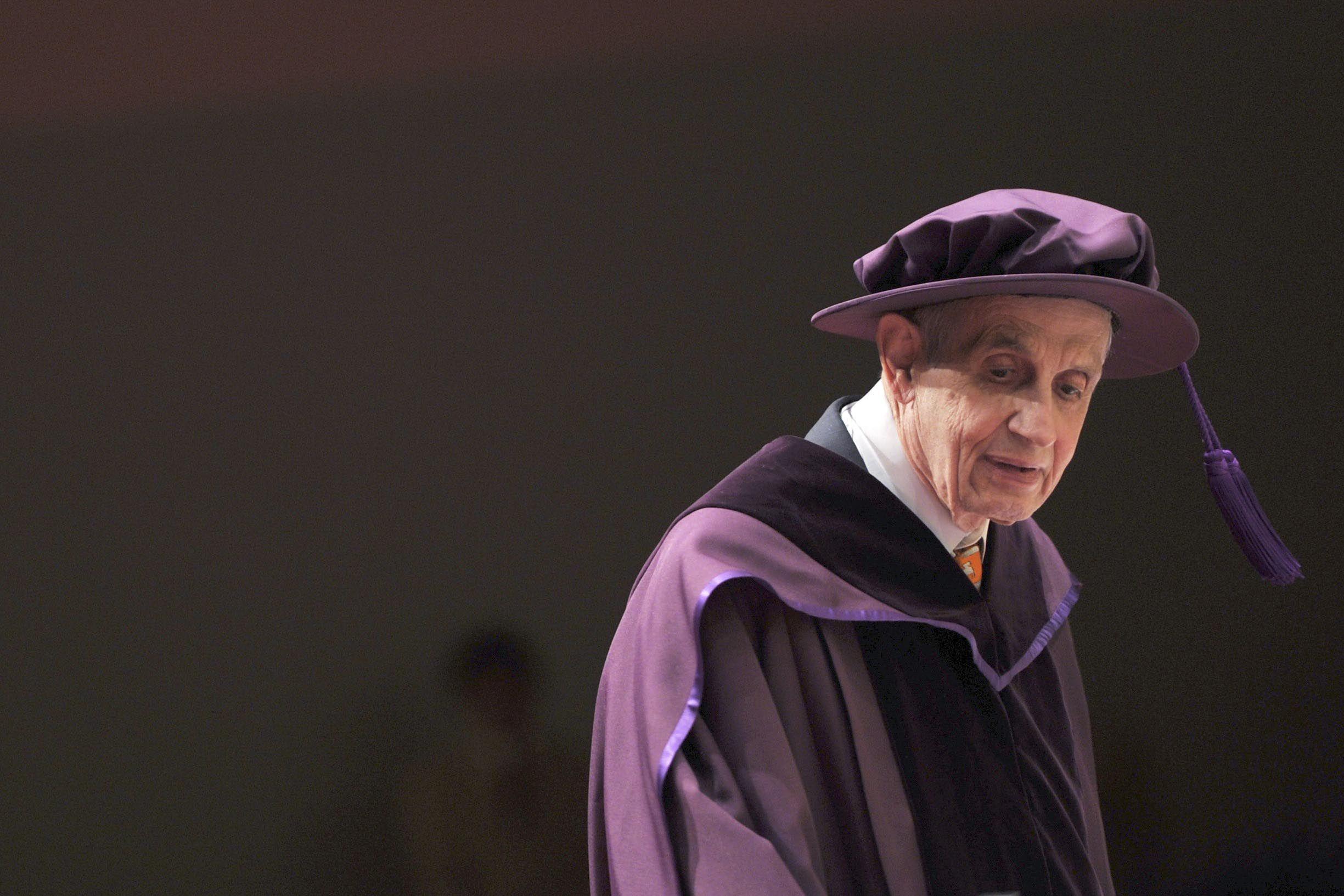 Nash recibió en 1994 el premio Nobel de Economía por su teoría de los juegos.