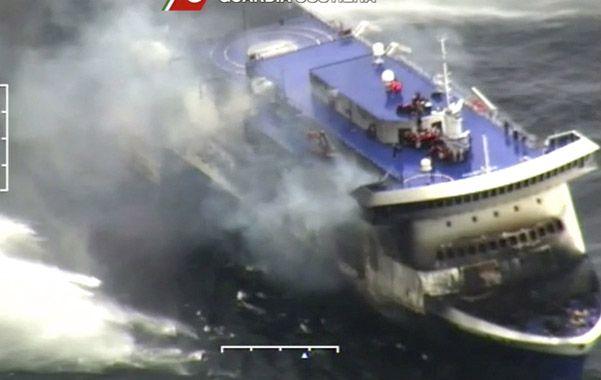 Espanto. Remolcadores controlaron el incendio del Norman Atlantic