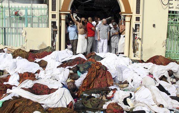 Cientos de cuerpos yacen inertes en el suelo