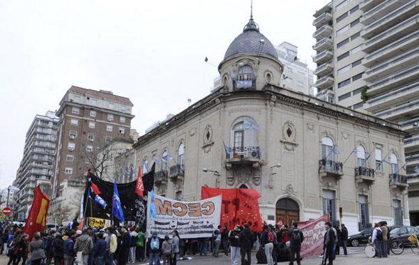 Una manifestación estudiantil frente al Concejo en septiembre de 2013.