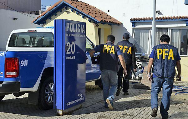 Allanamiento. La Policía Federal en la seccional 20ª en abril de 2015.