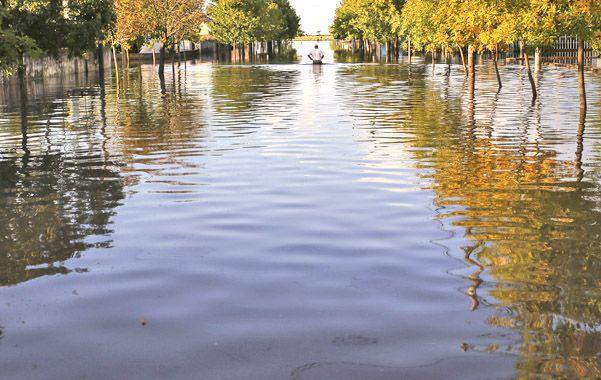Desastre. El nivel del agua se mantiene en Idiazábal donde ya se cuentan cinco días sin precipitaciones.