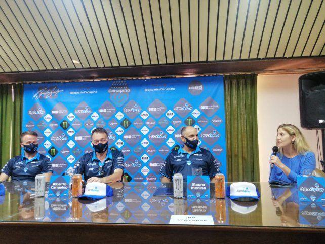 La presentación de la Squadra Canapino, con la gerenta de la empresa AgroSpray.
