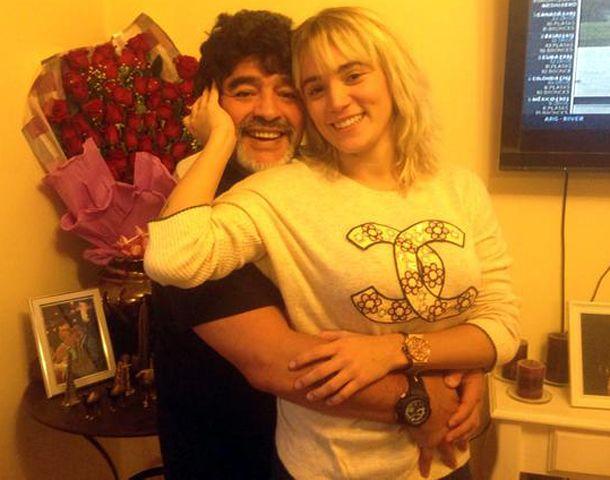 Rocío subió fotos cargadas de amor con Maradona.
