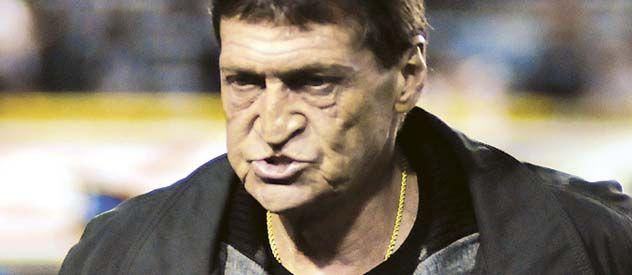 Todo mal. Falcioni quedó en el ojo de la tormenta tras el empate.