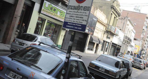 Giuliano criticó a la Municipalidad porque toma medidas que alientan el uso del auto