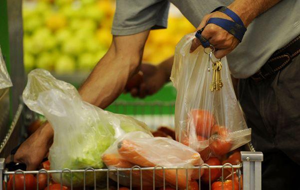 Lentas. Las bolsas que se utilizan en los supermercados tardan hasta 400 años en descomponerse.