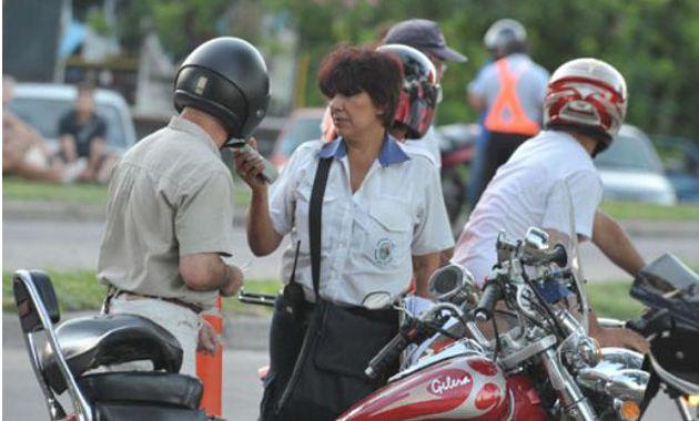 Los inspectores realizan controles de alcoholemia en distintos puntos de la ciudad. (Foto Archivo)