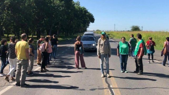 Protesta. Los nucleados en ATE trasladaron su asamblea a la ruta.