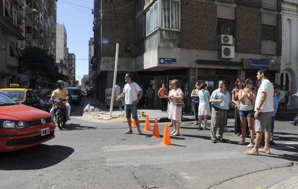 Los vecinos del centro piden obras de fondo para la zona de Urquiza y Sarmiento. (Foto: C. Mutti)