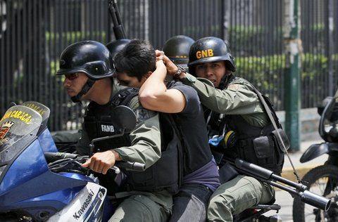 represión. Manifestarse pacíficamente también es delito en la Venezuela militarizada de Maduro.