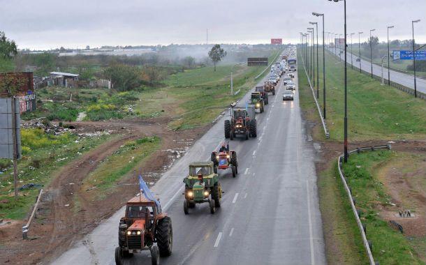 Tractorazo. Chacareros de la región protagonizaron una marcha a Rosario.