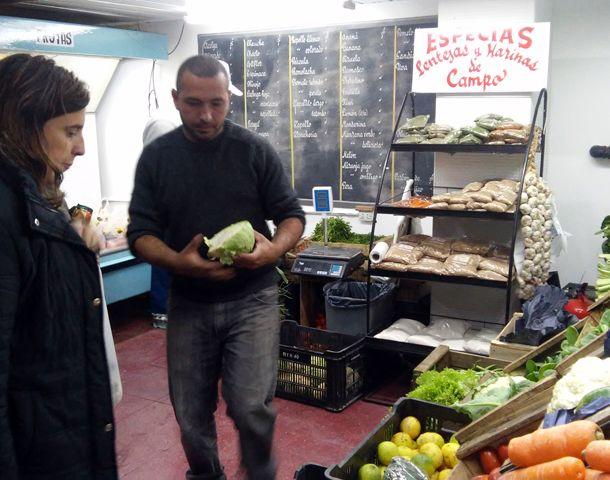 Ofrecen productos a bajos precios en La Toma. (Foto: S. Suárez Meccia)