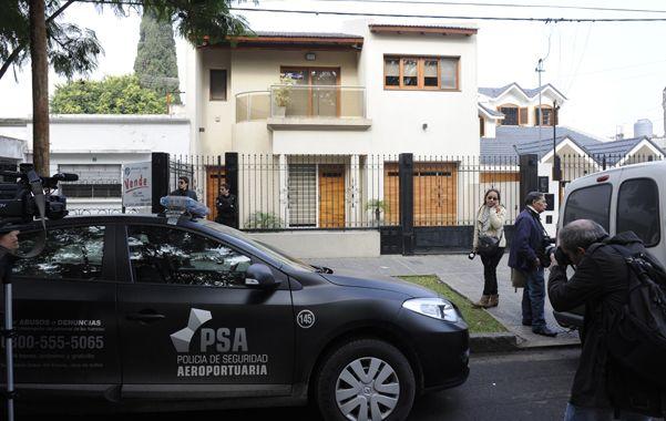 La bolsa. Agentes de la División Judiciales de la policía local allanaron el mediodía de ayer la casa del comisario Pereyra.
