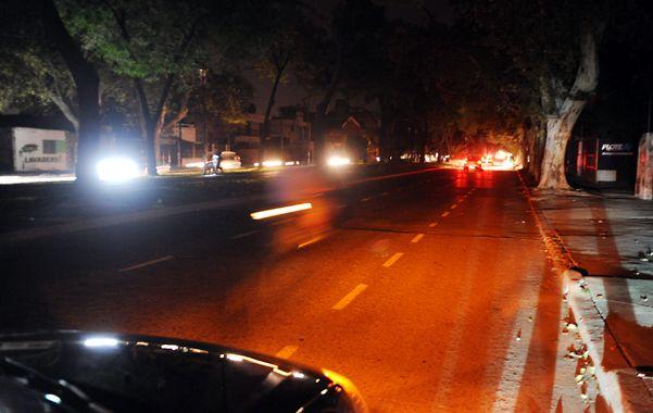 Oroño al 2800. Las calles tenían anoche sólo las luces de los autos
