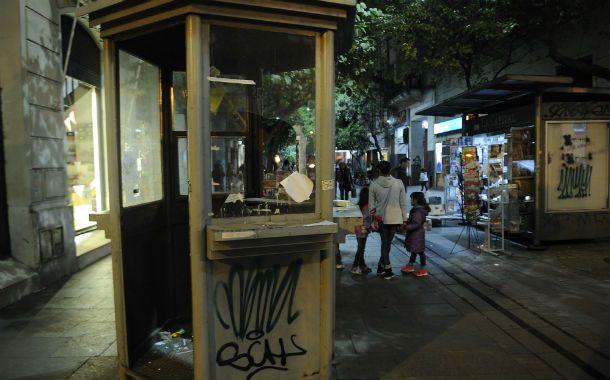 Emblemática. La garita policial de peatonal Córdoba y Laprida es una muestra del estado de abandono del centro.
