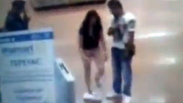 Se sacó la ropa en pleno supermercado para demostrar que no había robado