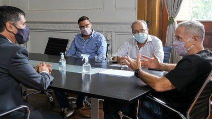 El ministro Marcelo Sain (derecha) puso en funciones a Carlos Zoratti (izquierda) como nuevo jefe de la AIC.