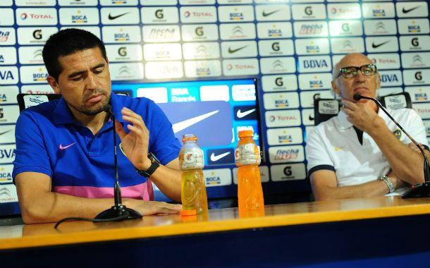 Referentes. Román tomó el micrófono y negó internas en el plantel. Bianchi estuvo junto al capitán