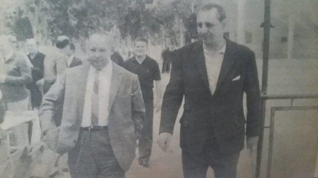 Adolfo Boerio y Héctor Becchi se dirigen al almuerzo de camaradería.