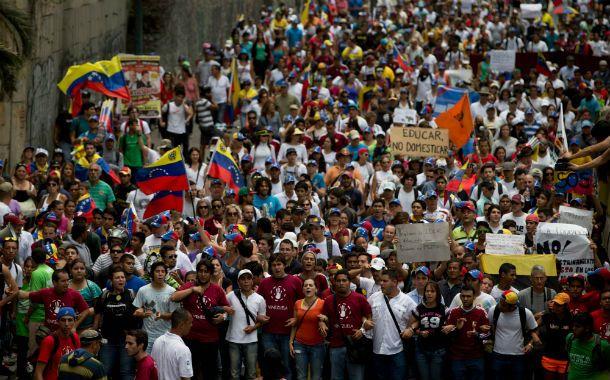 Marcha. Los universitarios venezolanos reclaman la liberación de detenidos.
