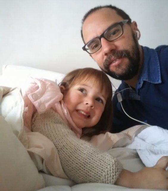 El pscicólogo Ignacio Rodríguez con su hijita Aimé de 3 años.