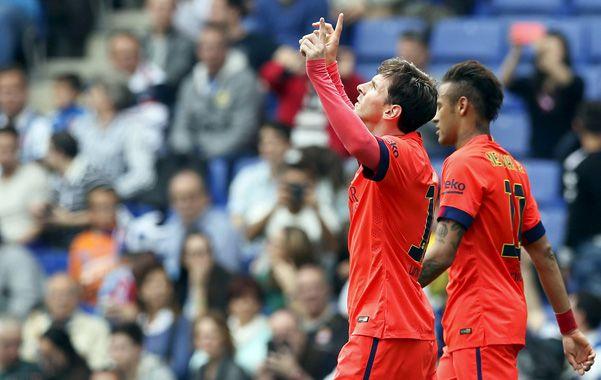 En el duelo catalán. Messi marcó el segundo  de Barcelona tras recibir un pase del uruguayo Suárez.
