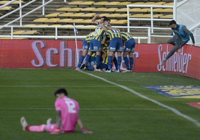El festejo del canalla tras el gol de Vecchio.