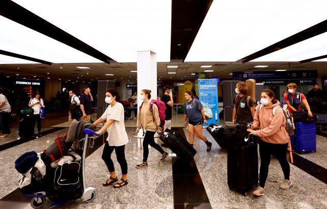 Los argentinos vacunados con Sputnik esperan definiciones para poder viajar a Europa