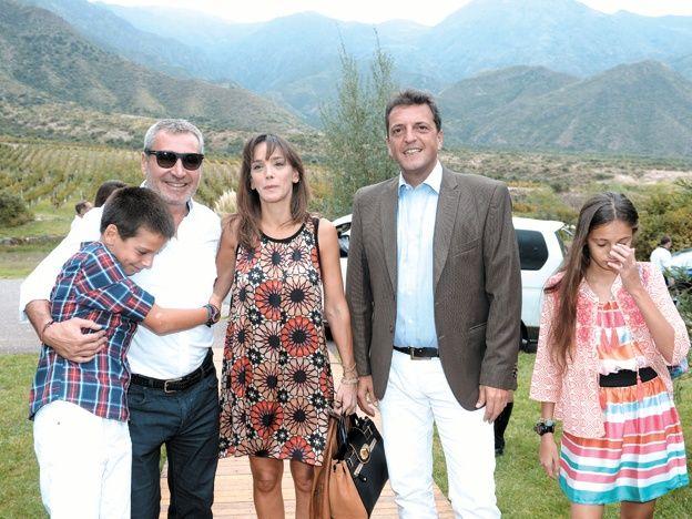 El líder del Frente Renovador participó junto a Daniel Vila de un evento solidario realizado en la Fiesta de la Vendimia en Mendoza.