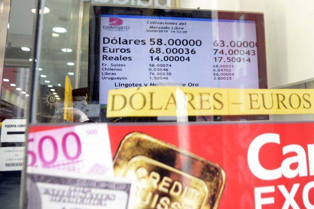 Las pizarras de las casas de cambio rosarinas reflejaron la tendencia alcista del dólar.