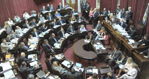 Domínguez justificó el aumento y criticó a los medios por despreciar la actividad legislativa