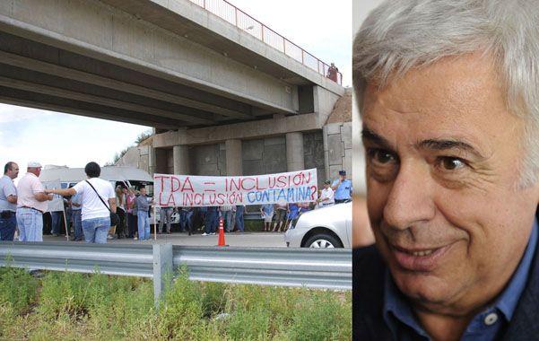 Bronca. Habitantes de Leones protestaron en la autopista contra la decisión de De la Sota. La Nación le hará juicio.