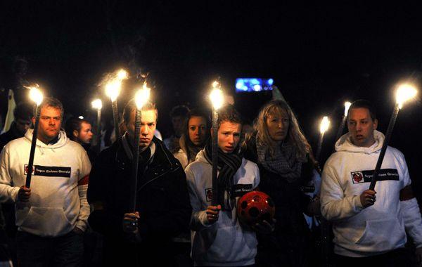 Miles de holandeses en la marcha por el árbitro asesinado en un partido
