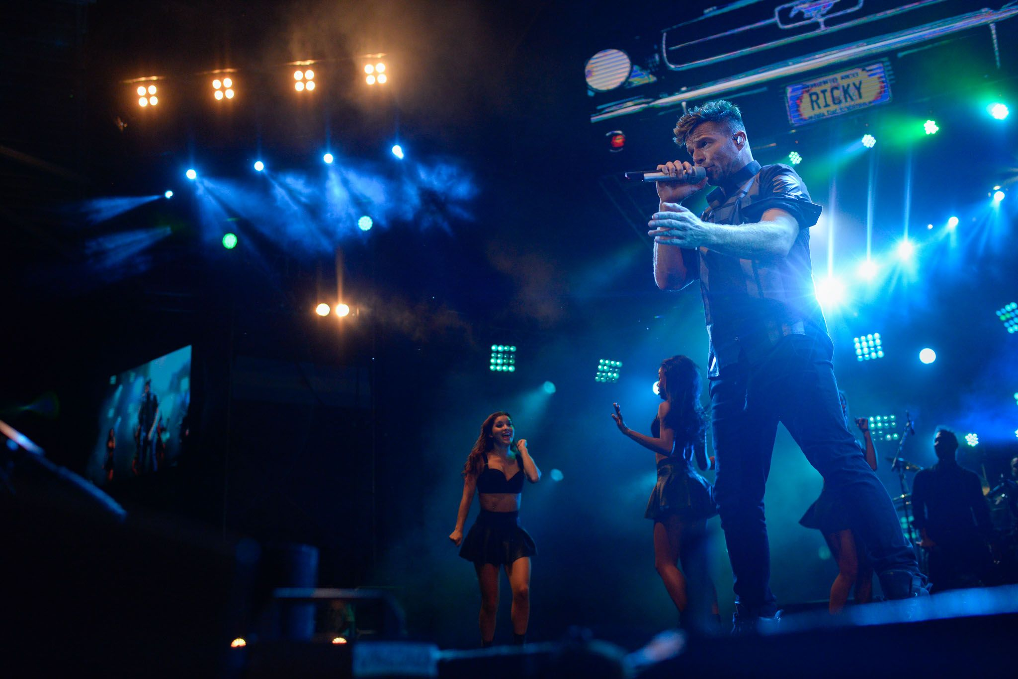 El artista latino desplegó anteanoche una hora y media de potentes hits.