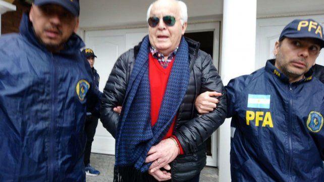 Juárez marcha detenido tras el allanamiento en su casa