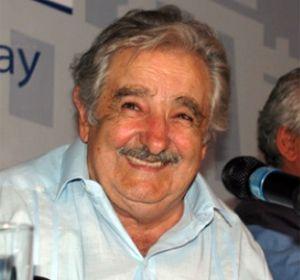 El presidente uruguayo dijo que enviará un proyecto sencillo al Parlamento.