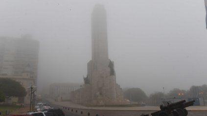 La niebla reducía la visibilidad a un kilómetros. Precaución al conducir.